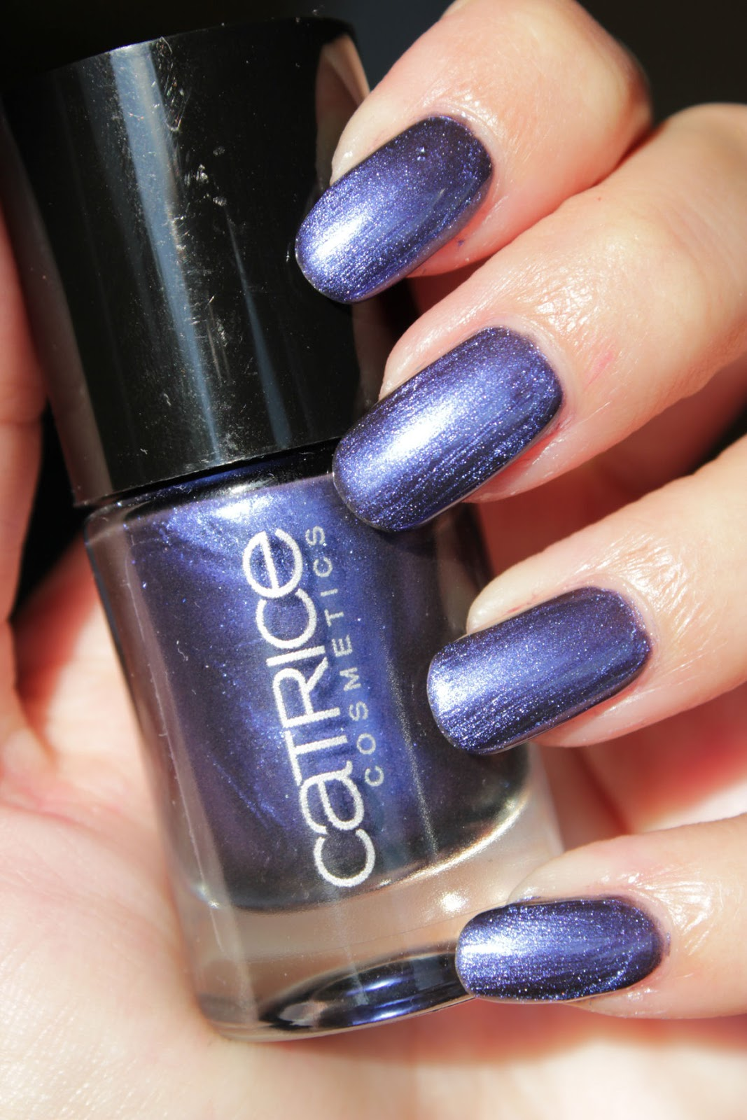 http://lacquediction.blogspot.de/2015/01/catrice-ultimate-nail-lacquer-66-blue.html