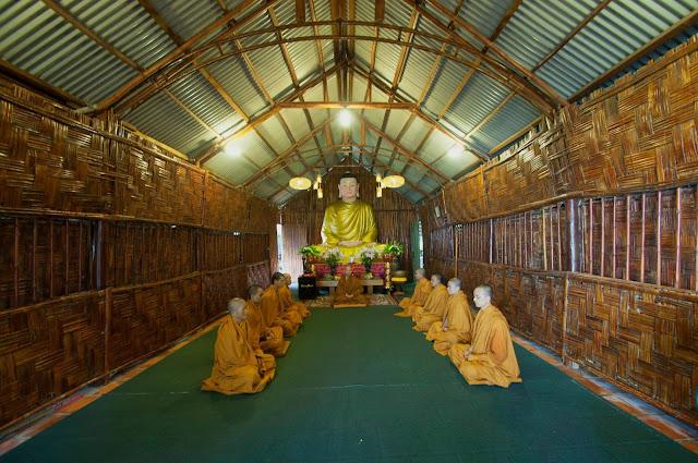 Nơi Niệm Phật trong chùa Linh Quy Pháp Ấn