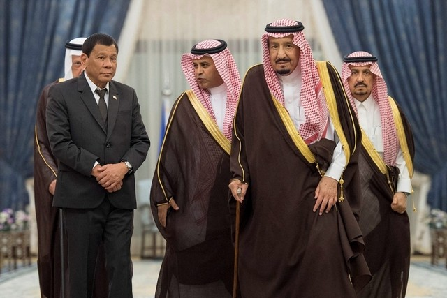 Saudi Arabia's King Salman welcomes Philippine president Rodrigo Duterte during a reception ceremony in Riyadh on April 11, 2017. Bandar Algaloud / Courtesy of Saudi Royal Court / Handout via Reuters