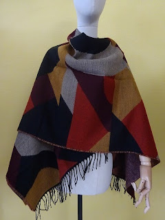Warm Lianne Knitted Poncho Dragon Red