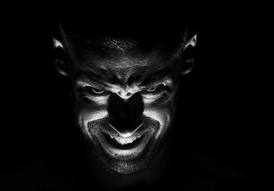 Halo Dariku, Iblis yang Menemanimu, dan Selalu Membencimu! Dasar Kalian Bodoh