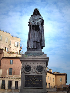 The statue of Girodano Bruno in Rome's Campo de' Fiori, where he was killed