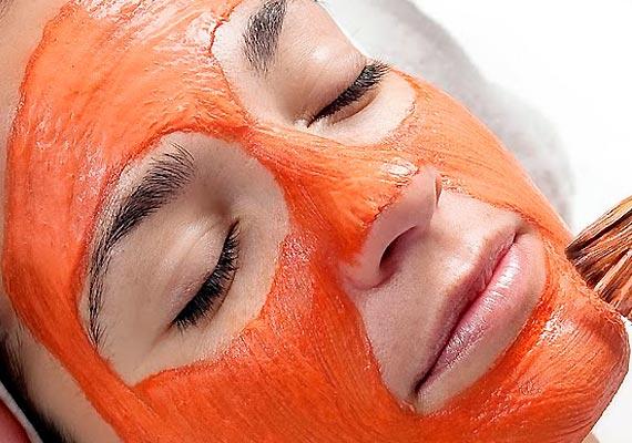 Ter uma pele uniforme, livre de linhas de expressão é fácil. Basta usar a máscara facial caseira rejuvenescedora que a pele fica muito hidratada e ajuda a prevenir o envelhecimento. A pele vai ficar incrível e maravilhosa e muito mais protegida, você vai sentir sua pele muito mais bonita e hidratada.