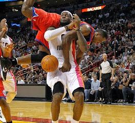 mešna slika: košarkaši u duelu