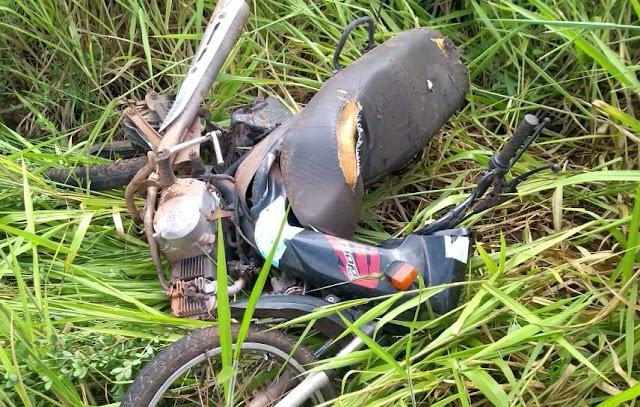 Grave acidente entre motocicleta e carros ceifa a vida de duas mulheres em São Francisco