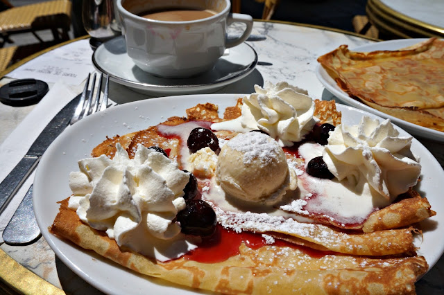 pancake with cream and berries