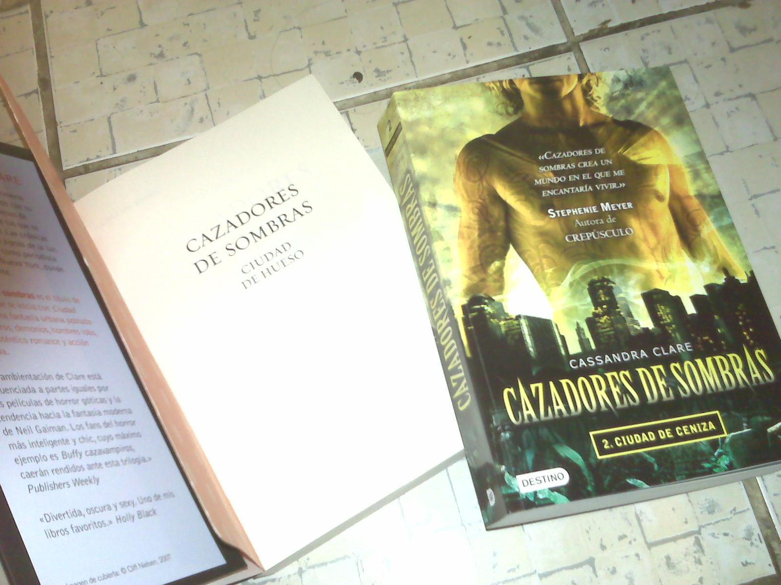 Cazadores De Sombras Ecuador: LIBROS DE CAZADORES DE