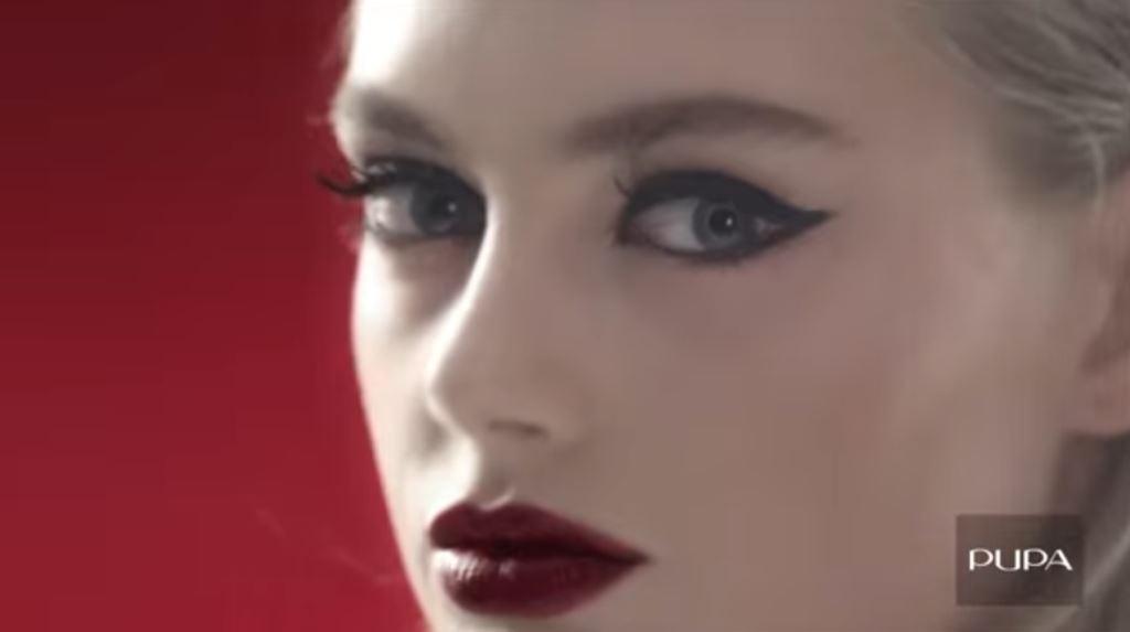 Modella PUPA Milano pubblicità rossetto con ragazza bionda - I'm Pupa 2016