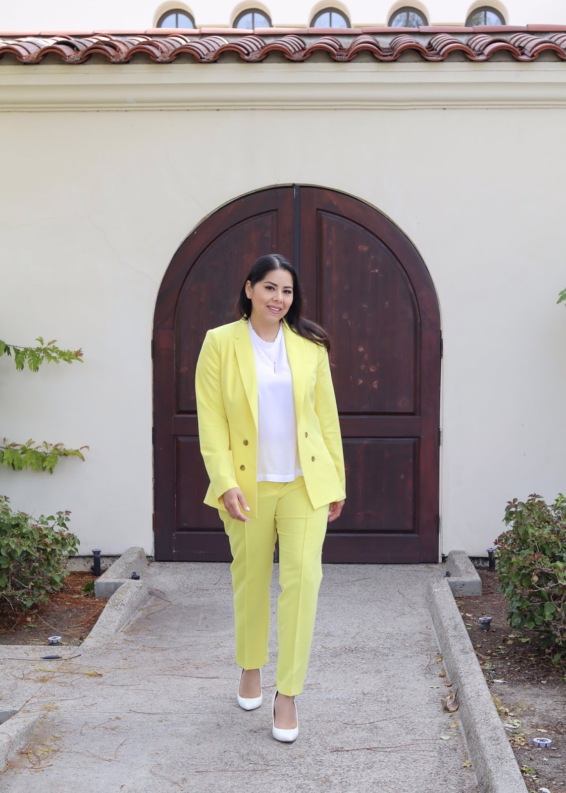 how to wear a yellow suit, yellow spring suit, yellow outfit