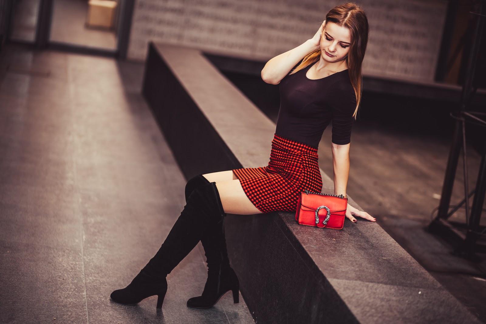 452f63d1ed Walentynkowa stylizacja. ♥ Czerwona mini i kozaki za kolano ...