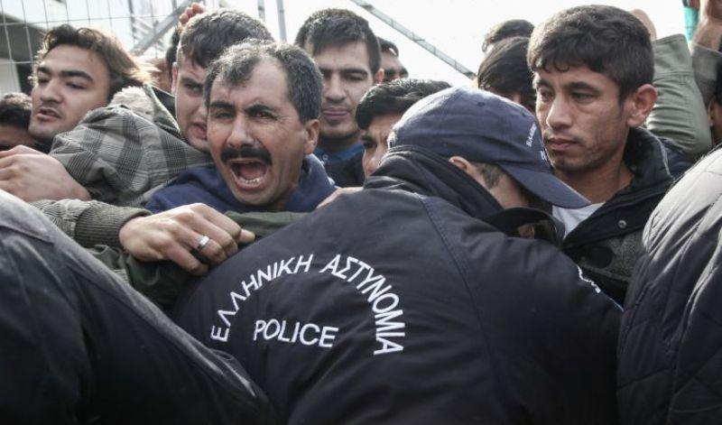 """Μυτιλήνη: Συνελήφθησαν 120 λεγόμενοι """"Μετανάστες"""" Για Απείθεια Και Παράνομη Κατάληψη Δημόσιου Χώρου"""