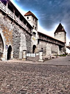 Окрестности церкви Олевисте и крепостная стена