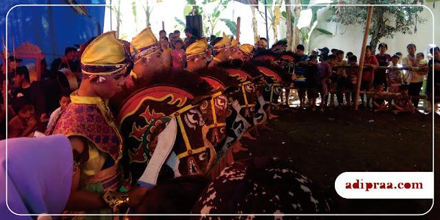 Barisan Penari Kuda Lumping Jathilan Roso Tunggal | adipraa.com