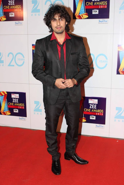 Sonu Nigam At Zee Cine Awards 2013