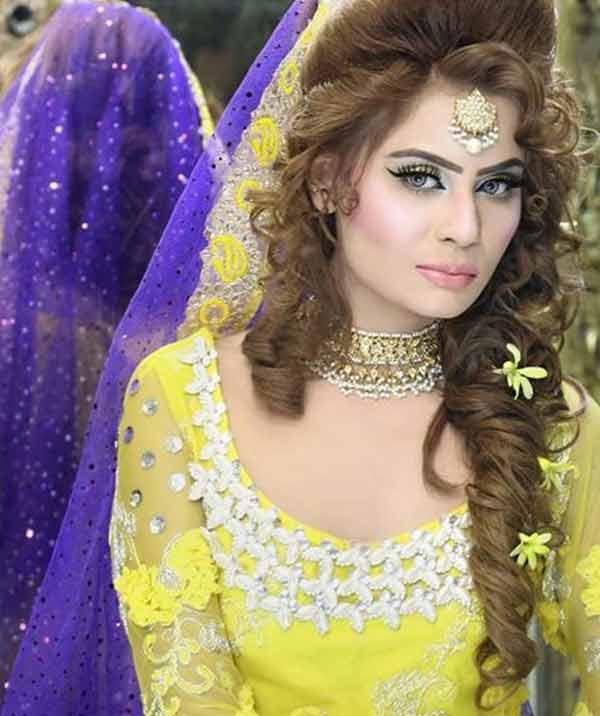 Mehndi Hairstyles 2017 : Bridal kashee s mehndi day hairstyles in pakistan