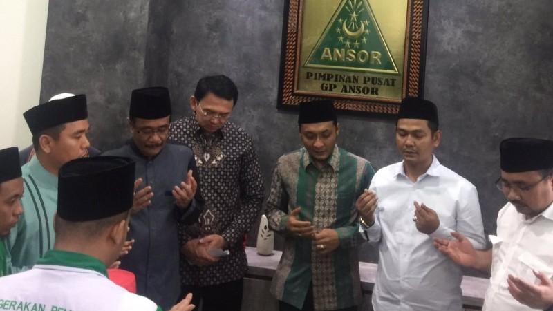 Ahok-Djarot berdoa dengan pengurus GP Ansor