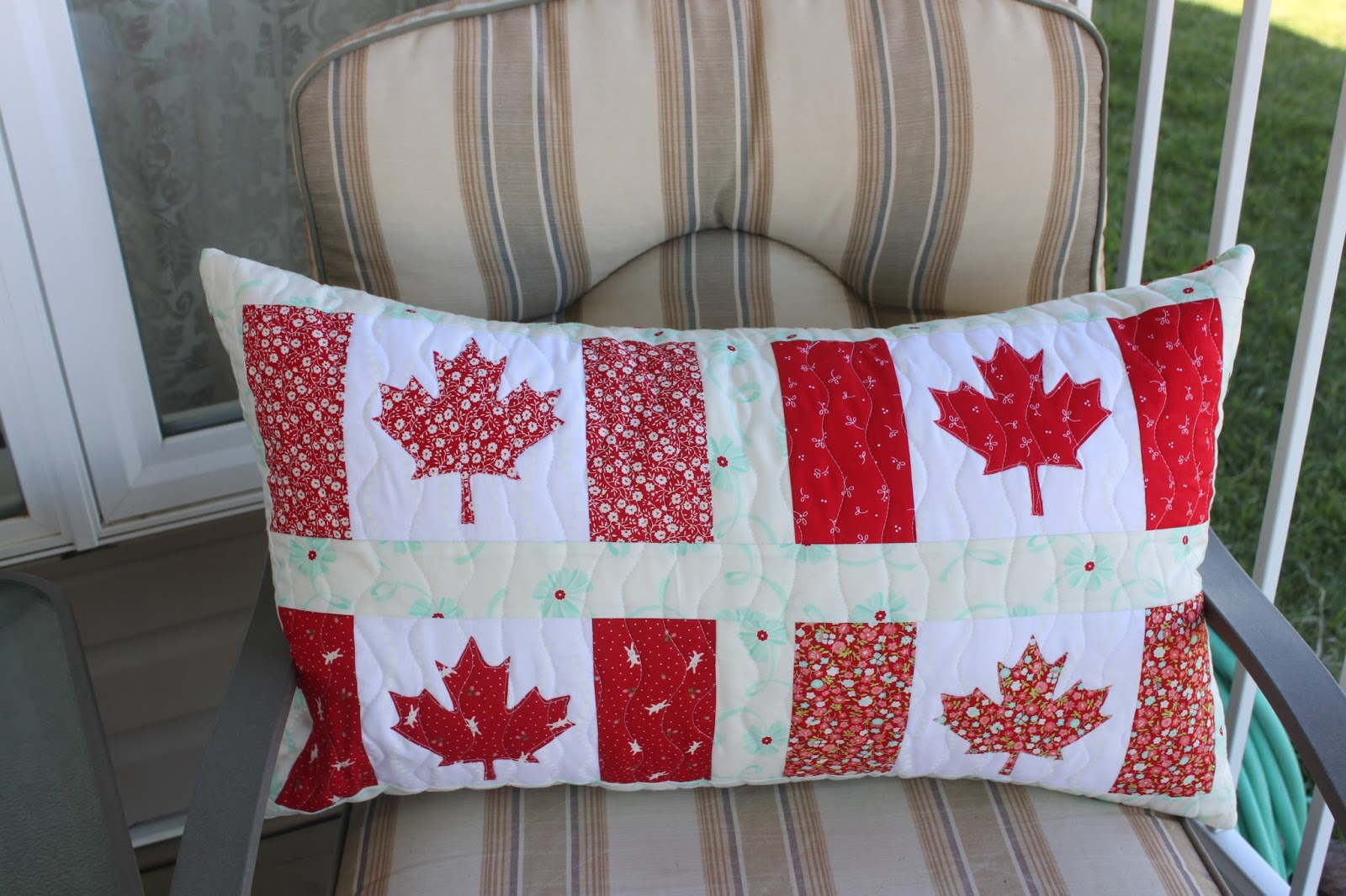 Daydreams of Quilts: Canadian Flag Pillow or Table Runner Tutorial : canadian flag quilt - Adamdwight.com