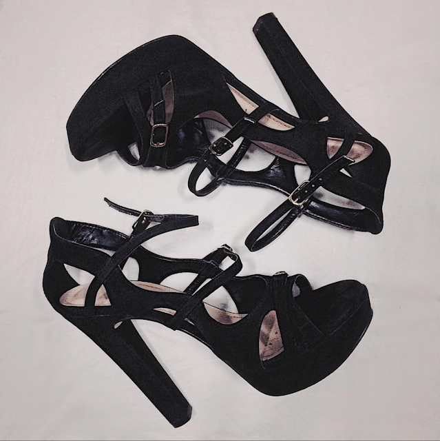 Sandália de salto alto preta