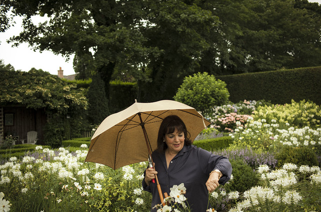 One Of America S Favorite Cookbook Authors Is Ina Garten She Lives And Works In East Hampton A Lovely Shingle Style Home With Beautiful Manicured