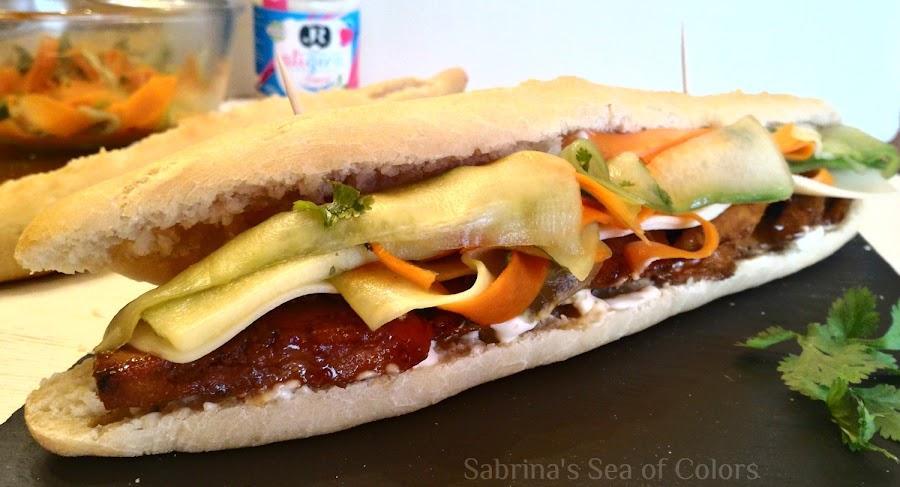 Bocata_de_pollo_oriental_en_pan_bánh_mì