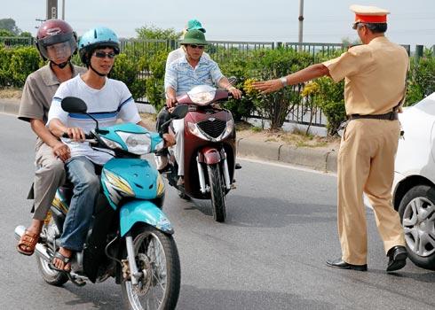 Cảnh sát giao thông được phép chặn xe trong những trường hợp nào?