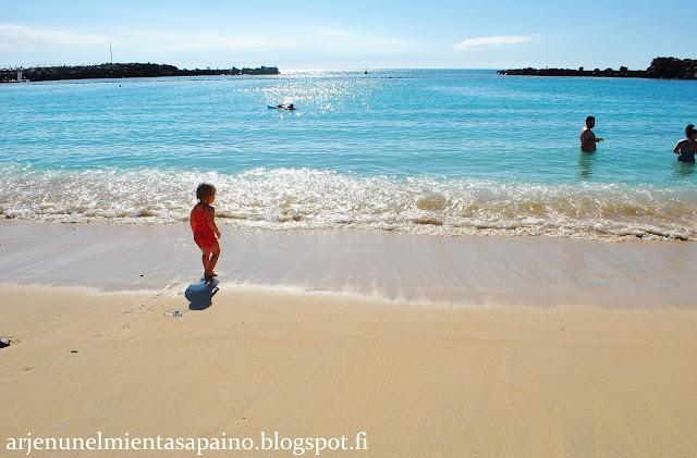 taapero, rannalla, uimaranta, etelänloma, matkustelu, uimapuku, aurinko