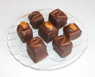 bomboane, ciocolata, praline, dulciuri, deserturi, prajituri, retete, bomboane de casa, unt de arahide, desert,