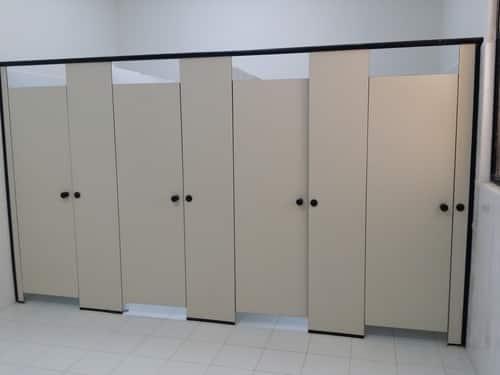 harga partisi toilet phenolic, harga cubicle toilet phenolic, partisi toilet pvc, harga partisi toilet cubicle, harga dinding partisi toilet, daftar harga partisi cubicle toilet, material cubicle toilet, cubicle toilet pvc