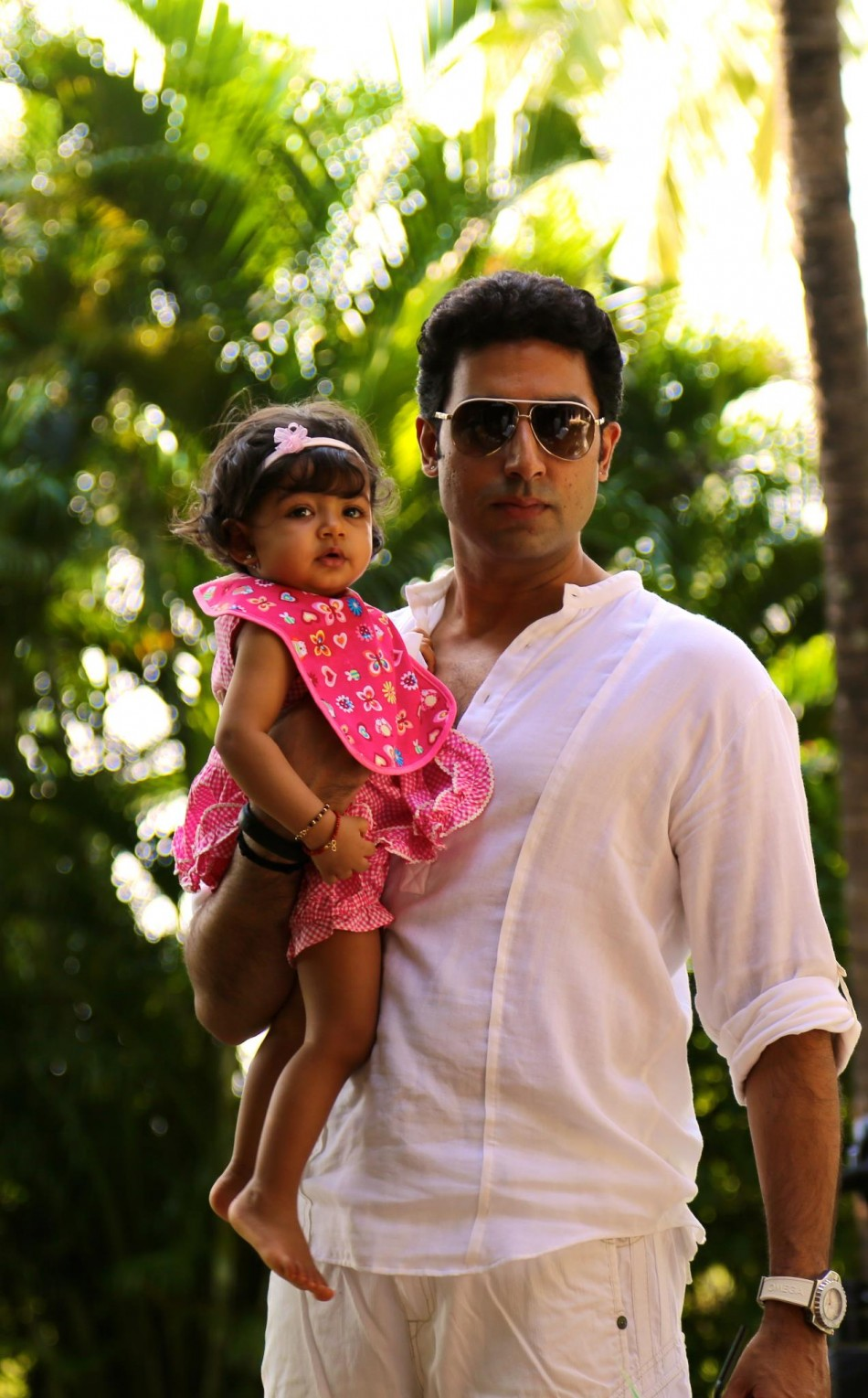 Lovely Baby Girl Wallpapers Aaradhya Bachchan Cute Pictures Cute Babies Pics Wallpapers