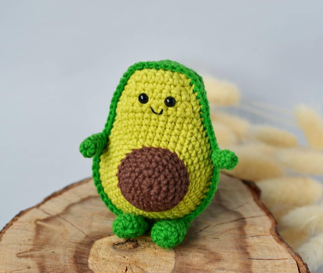 Вязаное авокадо крючком
