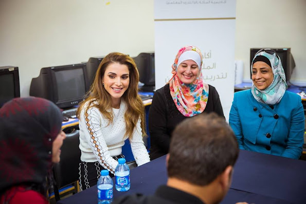Queen Rania of Jordan visited Al Khansa'a Secondary School for Girls and attended part of Queen Rania Teacher Academy's Novice Teacher Training. Queen Rania Style. newmyroyals, new myroyals
