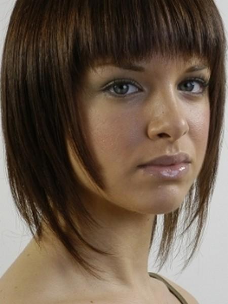 Il Y A Plusieurs Coupes De Cheveux Avecfrange Pour Avoir Un Nouveau. Coupe  Haircoif Avec Frange