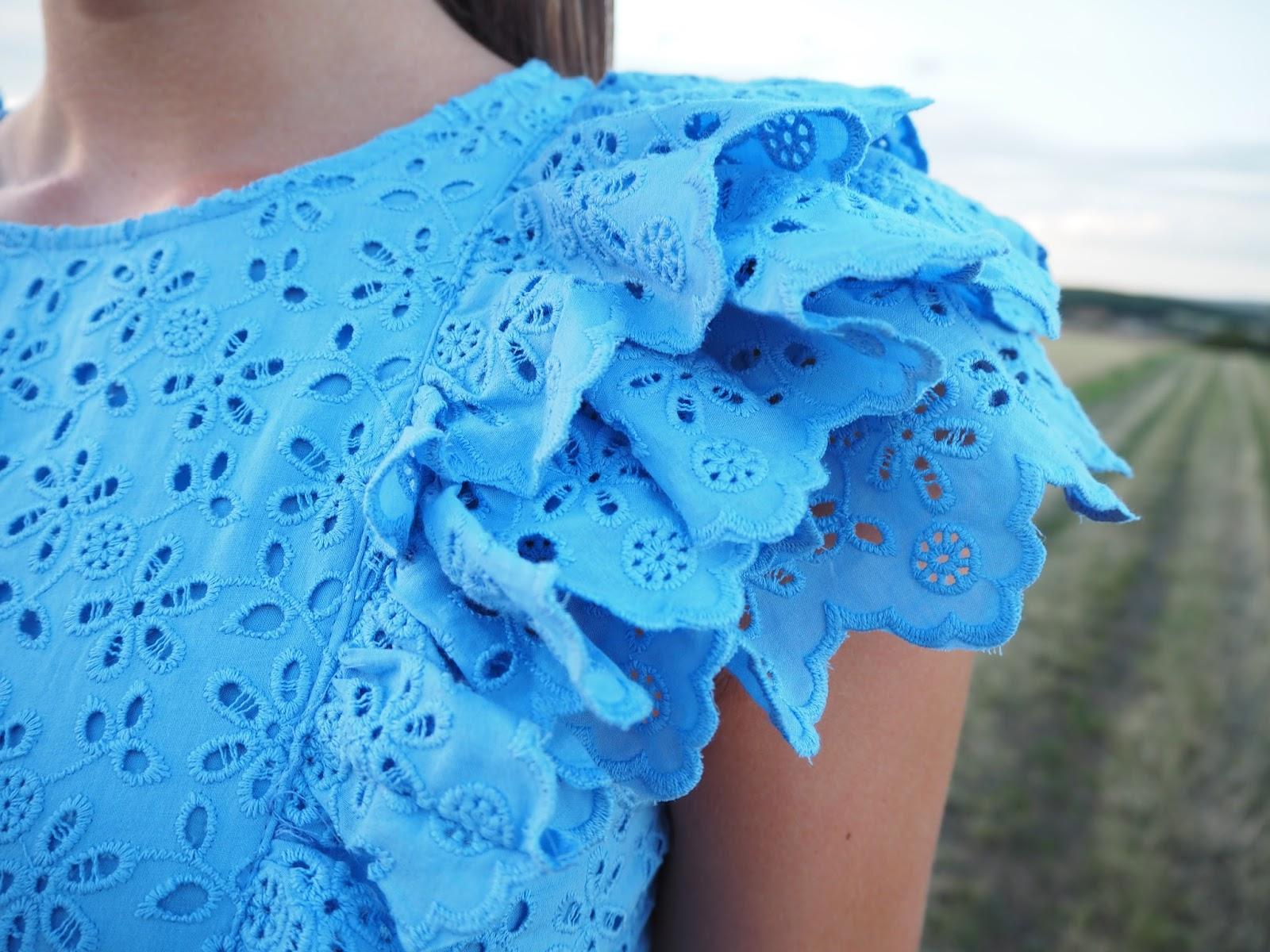 details robe bleue
