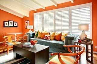 sala decorada con naranja