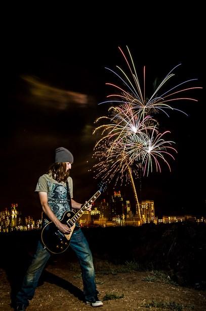 narsi dengn Tips Sederhana Memotret Pesta Kembang Api pada Acara Tahun Baru