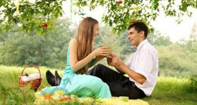 كيف تجعل زوجتك جميلة ومتألقة دائما فى عيونك  رجل امرأة نزهة خلوه حديقة حب رومانسيه man woman picnic nature park love romance