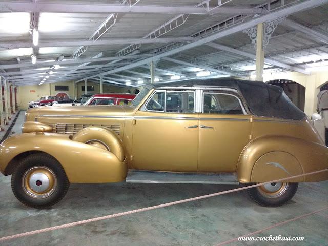 Vintage car museum crochetkari