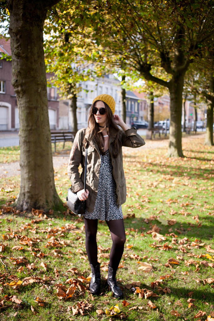 Outfit: grungy in military jacket and floral mini dress