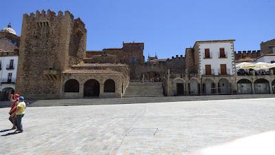 Plaza Mayor, Torre Bujaco, Arco de la Estrella y Torre de los Pulpitos