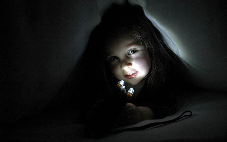 Cara Membantu Dan Mengatasi Rasa Takut Anak Pada Kegelapan