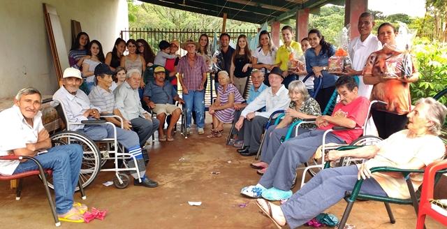 """Roncador: Grupo de amigos realiza uma tarde especial no Lar dos Idosos """"Cantinho Feliz"""""""