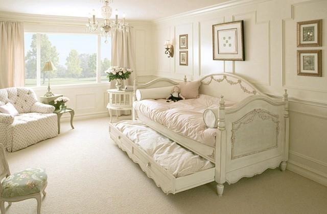 большая и светлая комната для девочки