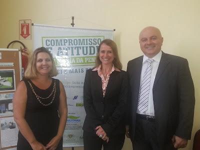 Secretária da SEPM, Márcia Álamo, Dra. Alice Bianchini,  da Universidade do Sul de Santa Catarina, e Dr. Roger Moreira, da DPE-AM (Foto: Gov/AM)