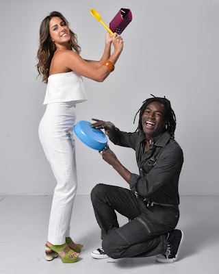 Carol Barcellos e Jonathan Azevedo nos bastidores da mensagem de fim de ano da Globo — Foto: Fábio Rocha/ TV Globo