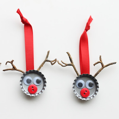 http://www.thecountrychiccottage.net/bottle-cap-reindeer-kids-craft/