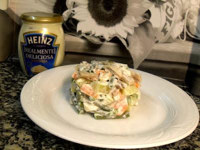 Verduras con pollo asado y mayonesa