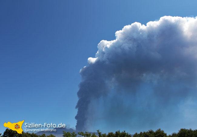 Vulkanausbruch des Ätna mit Ascheregen August 2011