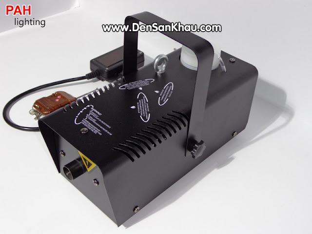 Được tích hợp remote điều khiển từ xa giúp sữ dụng Máy Phun Khói dễ dàng hơn thông qua những núc bấm.