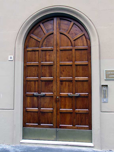 Front door, via Sansoni, Livorno
