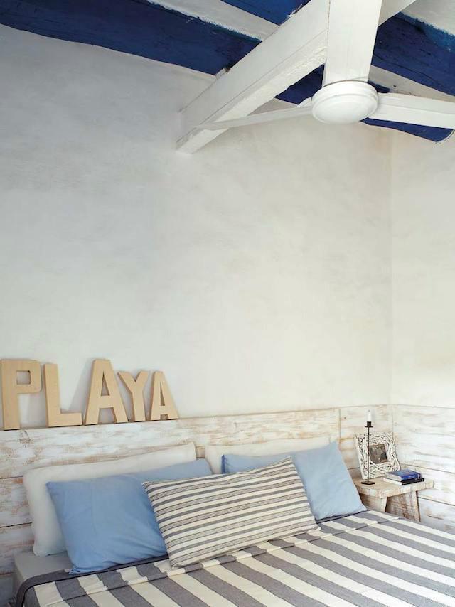 Dormitorio rústico de casa de campo en Formentera